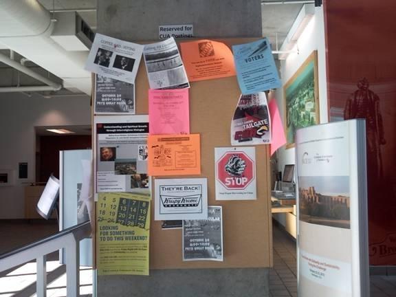 華府大學校園裡張貼的「停止活摘器官」主題圖案。(大紀元)