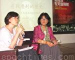 25日台湾图博之友会在台北举行李江琳(右)新书《当铁鸟在天空飞翔:一九五六——九六二青藏高原上的秘密战争》讲座,还原中共血腥镇压西藏的历史真相,左为台湾图博之友会周美里。(摄影:钟元/大纪元)