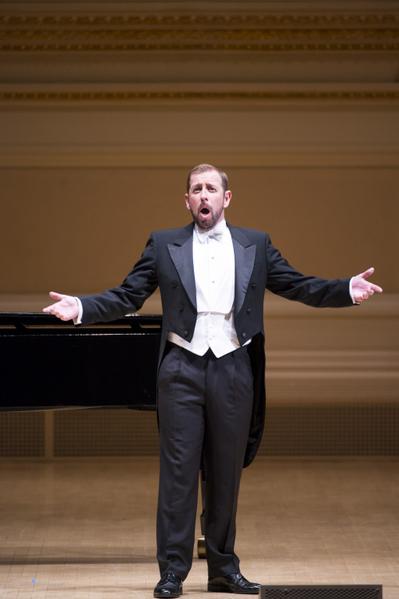 """来自威尔士的选手男高音Stephen Mullan于""""全世界歌剧唱法声乐大赛""""音乐会上。(摄影: 戴兵/ 大纪元)"""