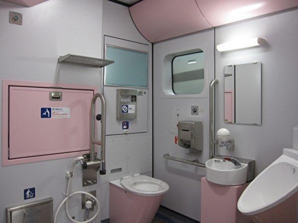 普悠瑪列車新式廁所,安全又舒適。(台鐵提供)