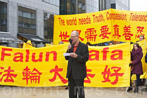 人權無疆界代表馬克‧巴維克先生(Mark Barwick)(攝影:清遙/大紀元)