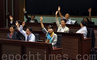立法会资讯科技及广播事务委员会上在泛民议员的支持下,通过引用特权法调查事件的动议。(摄影:潘在殊/大纪元)