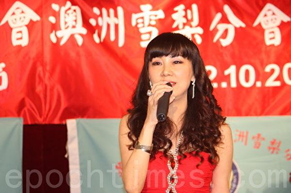 特意从台湾赶上参加活动的歌手(图:骆亚/大纪元)