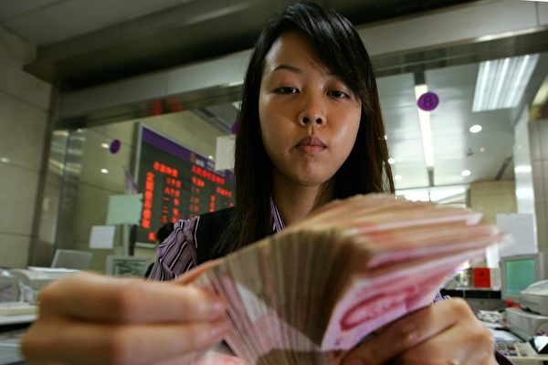 今年2月份,央行口徑外匯占款環比減少581.19億元(人民幣,下同),這已經是外匯占款連續16個月下滑。