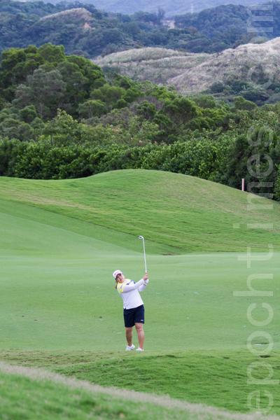 韩国高尔夫选手朴仁妃28日出赛LPGA台湾锦标赛决赛,总计以低于标准杆16杆的272杆,排名第2。(摄影:陈柏州/大纪元)