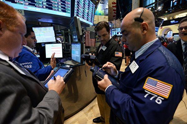大选前,投资人态度谨慎,因为大选结果将决定如何解决财政悬崖与国家日益增加的债务问题。(Stan HONDA/AFP)