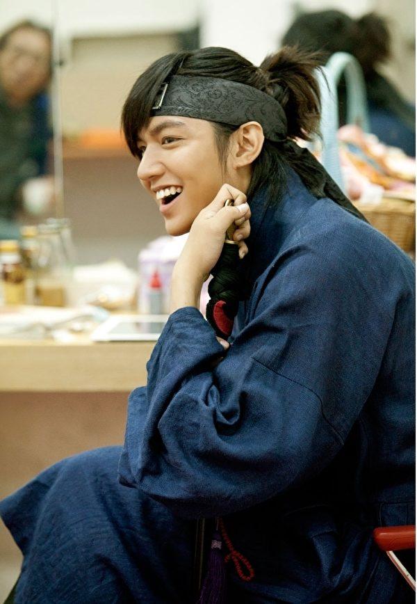 韓劇《信義》是李敏镐出演的第一部史劇,出色演技,受到了國內外觀眾和粉絲們的一致稱讚。(圖/starhaus娛樂提供)