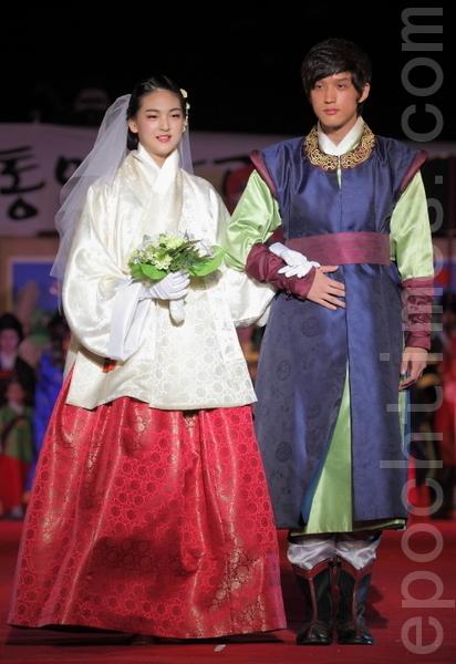 原封不动地再现了朝鲜中期的韩服沿袭至今。(摄影:全宇/大纪元)
