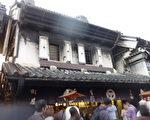 川越市闻名的江户藏造老街藏造建筑,岁岁年年游客在新旧之间穿流不息。(容乃加/大纪元)
