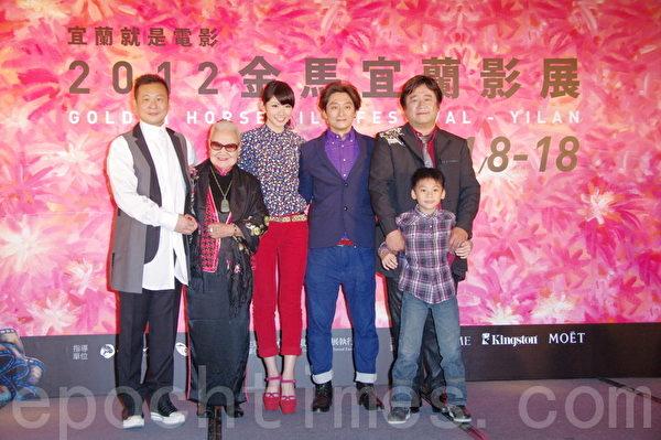 左起为:张世、张岫云、李千娜、柯宇纶、瞿友宁。 (摄影:黄宗茂/大纪元)
