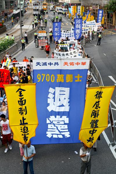 图﹕   新闻纪实类金奖作品《震撼》﹐作者为香港的余钢。