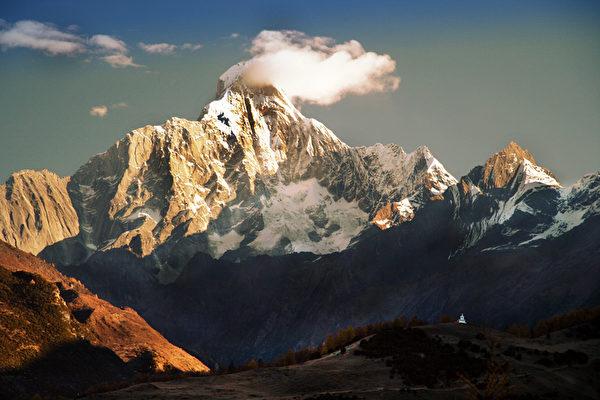 图﹕ 风光自然类银奖作品《峻岭》﹐作者为台湾的陈源贵。