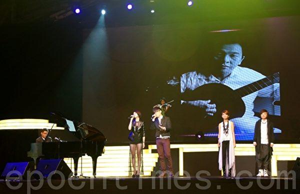 娛協獎頒發《特別貢獻獎》予已故音樂人范俊福,由年輕後輩獻唱組曲致敬,表揚他對本地樂壇的貢獻。(攝影:楊曉慧/大紀元)