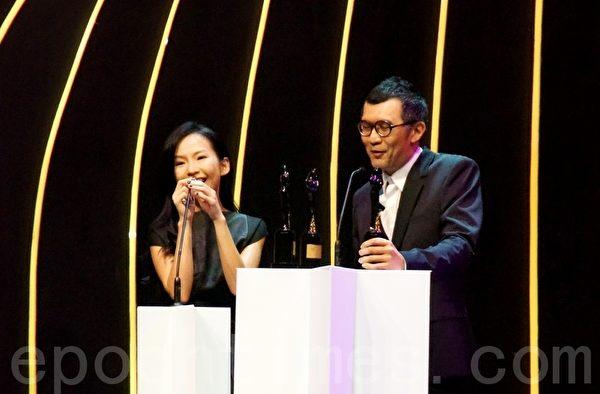 過氣情侶管啟源(右)和宇珩(左)合寫的3首歌曲皆得獎。(攝影:楊曉慧/大紀元)