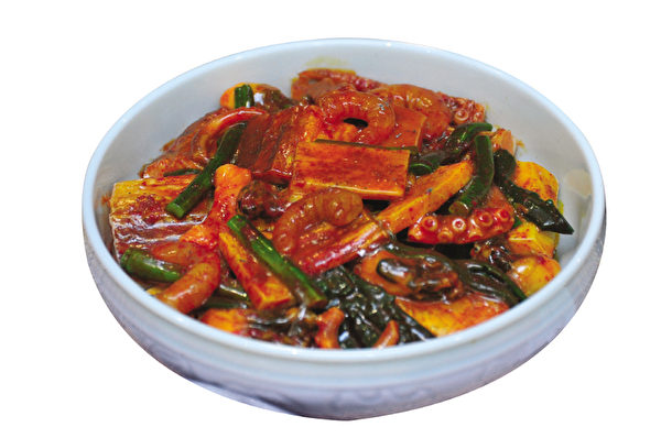 什锦粗泡菜,宫中御膳桌用。(摄影:李裕贞/大纪元)