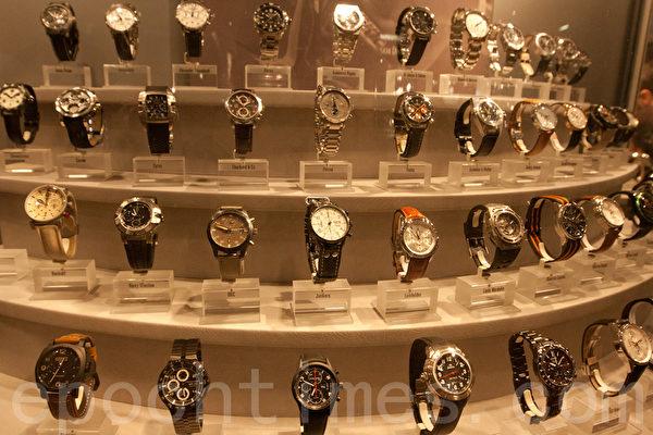 被提名参加评选的各类腕表 (摄影:黄芩/大纪元)