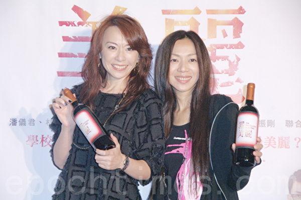 潘怡君与万芳(右)。(摄影:黄宗茂/大纪元)