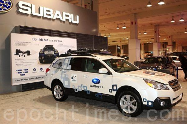 展会展示来自世界各地汽车制造商的数百部2013新款车。(摄影:David/大纪元)