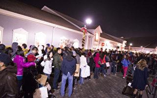 美国纽约感恩节凌晨商店门前排起长队