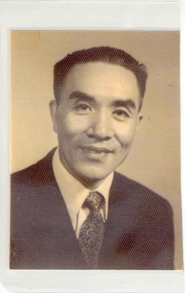 柯其毅的父親,1953年在香港。(柯其毅提供)