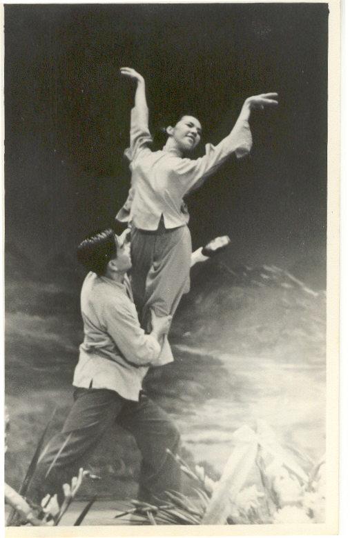柯其毅在1965年的一場芭蕾舞表演中的劇照之一。 (柯其毅提供)
