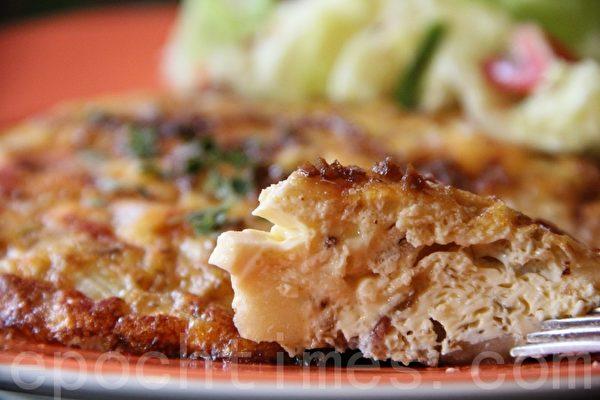 西班牙鸡肉烘蛋Chicken Spanish Tortilla(摄影:ALEX/大纪元)