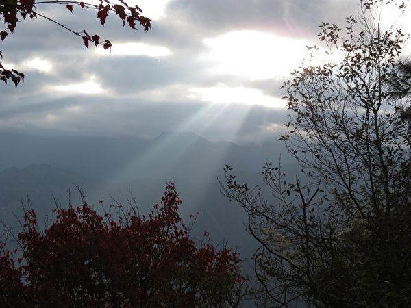 阿里山日出曙光。(攝影:李擷瓔/大紀元檔案圖片)