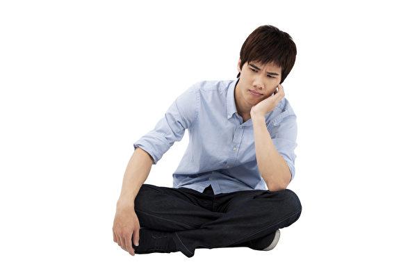 男性忧郁症状不易觉察 亟需亲友即时关注