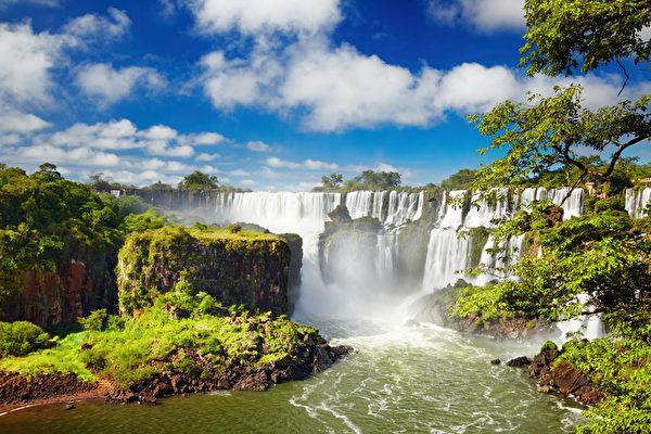 伊瓜苏瀑布位于巴西和阿根廷的边界(Fotolia)
