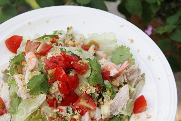 泰式鸡肉沙拉(摄影:ALEX/大纪元)