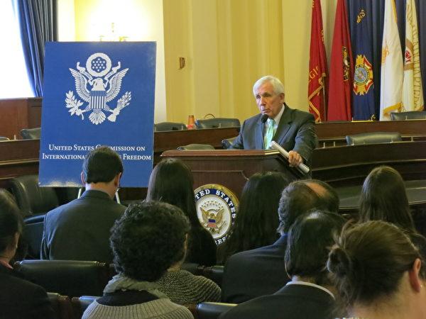 週四(12月6日),美國多個人權組織正式啟動一項新的「捍衛自由計劃」(Defending Freedoms project),展開一對一的營救活動。美國眾議員弗蘭克.沃爾夫 (Frank R. Wolf)承諾將全力營救高智晟。(攝影:林南/大紀元)