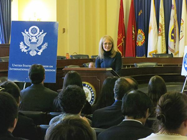 美國國際宗教自由委員會主席卡翠娜· 蘭托斯(Katrina Lantos Swett)說,「 我們想讓高律師獲得自由。」(攝影:林南/大紀元)