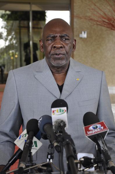 马利军方发言人马利柯表示,维安部队10日晚逮捕试图前往法国的总理狄亚拉(Cheick Modibo Diarra)。图为2012年7月17日,狄亚拉档案照片。(AHMED OUABA/AFP)