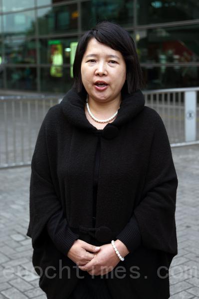 被青關會頭目誣告的法輪功學員楊女士,11日被法庭宣判無罪釋放。(攝影:潘在殊/大紀元)