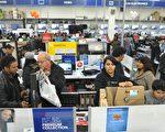 美国商务部公布数据显示,11月零售销售月率上升0.3%,显示出传统节日销售旺季已经开始,使得失业人数跟着减少。图为11月22日,马里兰州罗克维尔的百思买店内笔记型电脑部门。(MANDEL NGAN / AFP)