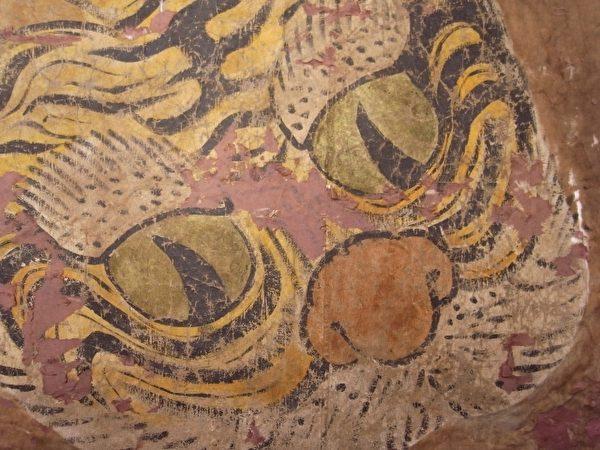 黄虎旗背面新发现瞳孔呈弯月造型的老虎。(台湾博物馆提供)