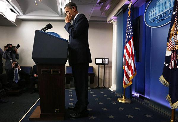 周五下午,奥巴马在白宫简报室发表讲话,表示对受害者及家庭的哀悼,并且呼吁美国人齐心防止更多悲剧。(图片来源:Alex Wong/Getty Images)