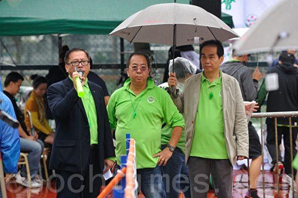青关会会长杨江(左一)、头目林国安(中)等是主要在香港扰乱迫害法轮功的中共地下党员。(摄影/宋祥龙)
