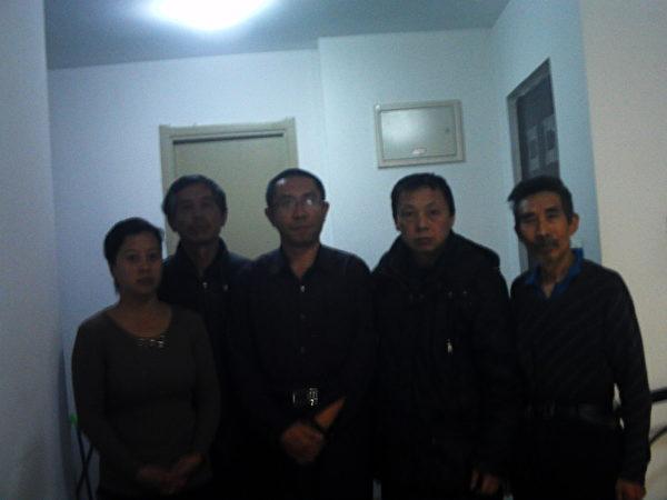 访民冒险去看望郭洪伟,表示声援。(志愿者提供)