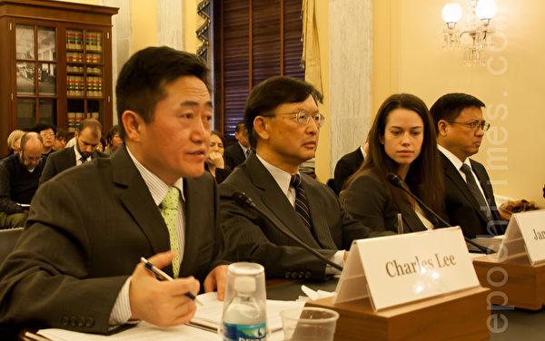 美國公民李祥春醫生說,「我在中國被關押期間,一直思考一個問題,中國人為甚麼能夠這樣不猶豫地對自己的同胞進行殘酷迫害。我找不到答案,直到2004年11月大紀元出版「九評共產黨」後,我才明白這個緣由。」(攝影:李莎/大紀元)