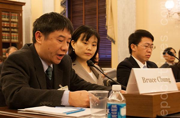台灣法輪功學員鍾鼎邦此次受邀專程從台灣趕來美國國會作證。他強調,中共對他的迫害醜陋惡毒,最有效的制止迫害的手段是,把中共所幹的醜事曝光出來。(攝影:李莎/大紀元)