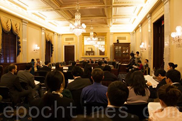 12月18日,美國國會及行政當局中國委員會(Congressional-Executive Commission On China,簡稱CECC)在參議院舉辦法輪功國會聽證會。(攝影:李莎/大紀元)