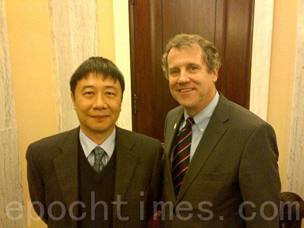 鍾鼎邦應美國國會及行政當局中國委員會聯席主席、國會參議員布朗(Sherrod Brown)邀請前來華盛頓在國會聽證會上作證。(圖片由鍾鼎邦提供)