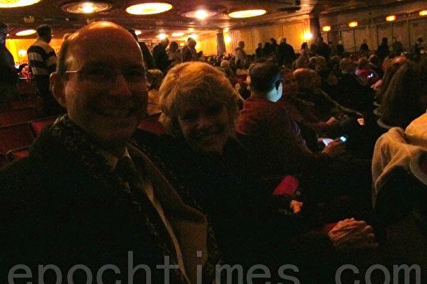 Cunningham夫妇2012年12月22日晚,观看了美国神韵巡回艺术团巡演在美国中部城市俄州的克利夫兰的晚会。