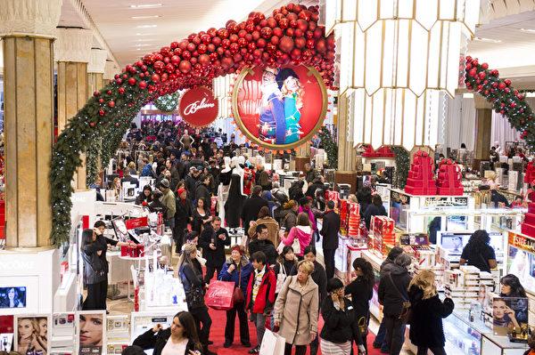 纽约梅西百货圣诞购物人群(摄影:戴兵/大纪元)
