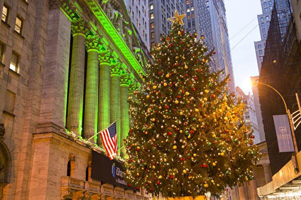 纽约华尔街证交所圣诞树(摄影:戴兵/大纪元)