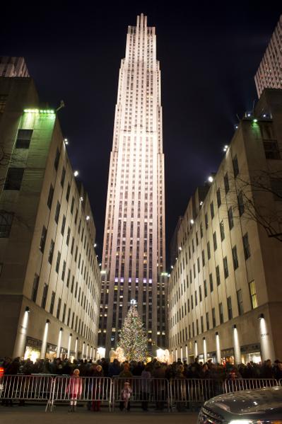 纽约第五大道 洛克菲勒中心圣诞夜景(摄影:戴兵/大纪元)