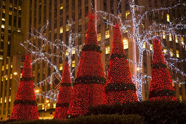纽约第六大道 圣诞装饰(摄影:戴兵/大纪元)