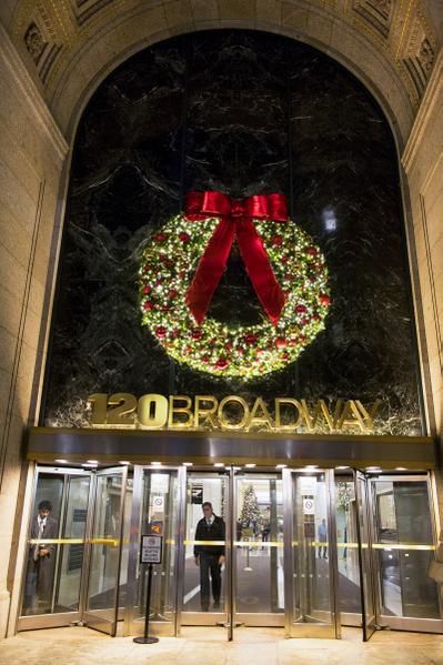 纽约浪漫圣诞夜,纽约百老汇大道的灿烂灯饰。(摄影:戴兵/大纪元)