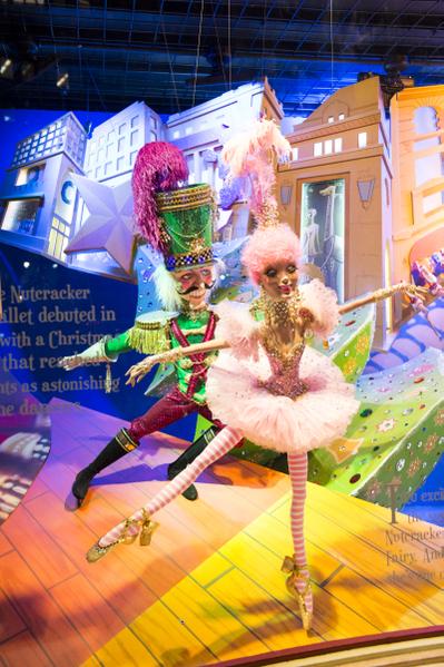 纽约圣诞夜梅西百货浪漫的橱窗装饰(摄影:戴兵/大纪元)